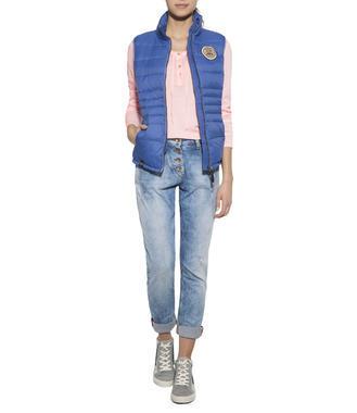Modrá prošívaná vesta