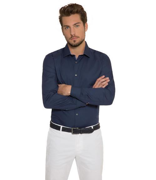 Tmavě modrá košile s kontrastní vnitřní stranou límce|43 - 1