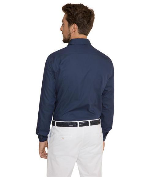 Tmavě modrá košile s kontrastní vnitřní stranou límce|43 - 2