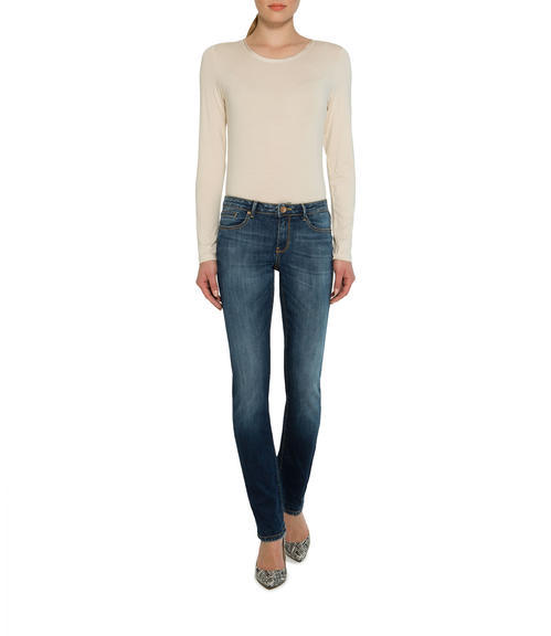 Tmavě modré džíny s kontrastním lemováním|30 - 4