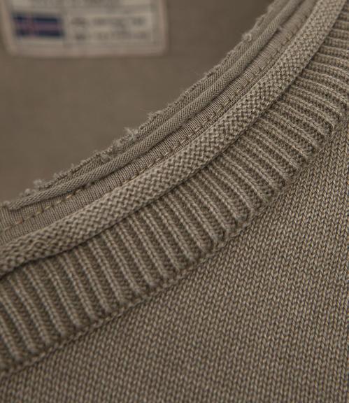 hnědý svetr s véčkovým výstřihem|S - 4