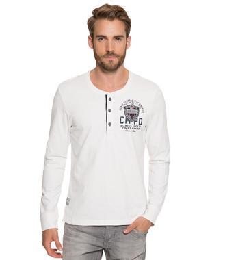 Bílé tričko s dlouhým rukávem a potiskem s nášivkou