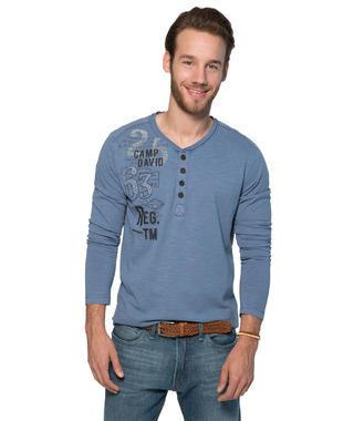 Modré tričko s dlouhým rukávem a módními knoflíky