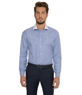 Modrá košile s tkanou strukturou
