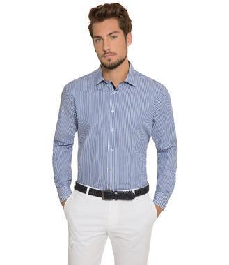 modrá košile s dlouhým rukávem